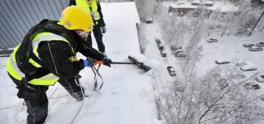 Сброс снега с крыши